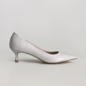 kitten heel (off white)